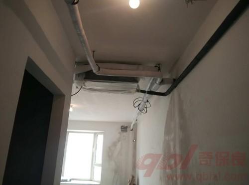 与灯带错开,预留最佳的空调安装位置.